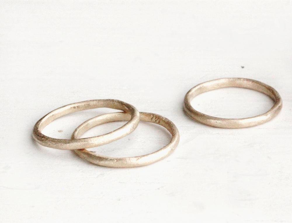 Image of Rustic wedding ring. 18k gold. Sophie