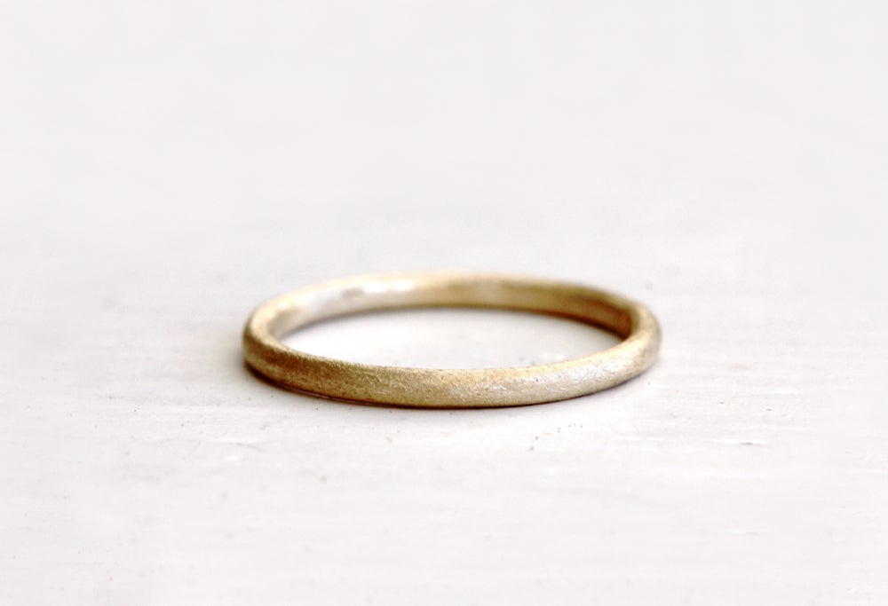 Image of A simple wedding ring. Earthy love. Ford