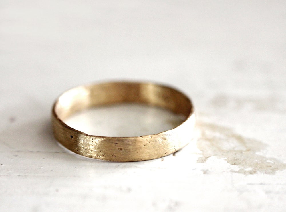 Image of A rustic gold wedding band. 18k. Lulu