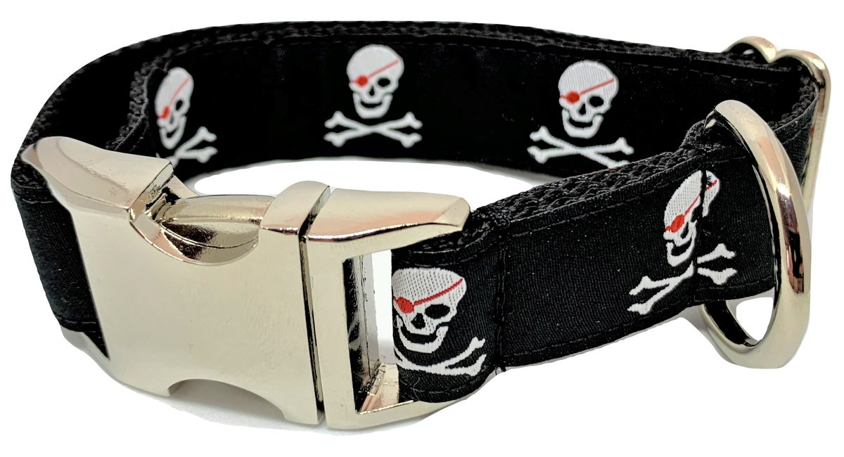 Pirate Skulls - black