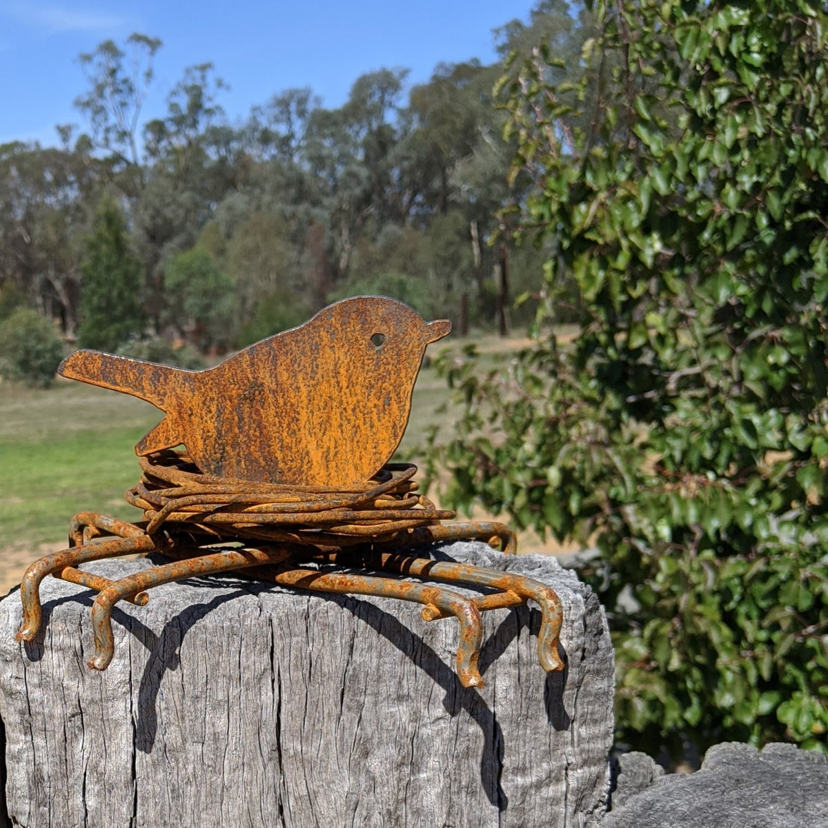 Round Bird in Nest - Table/Fence Topper