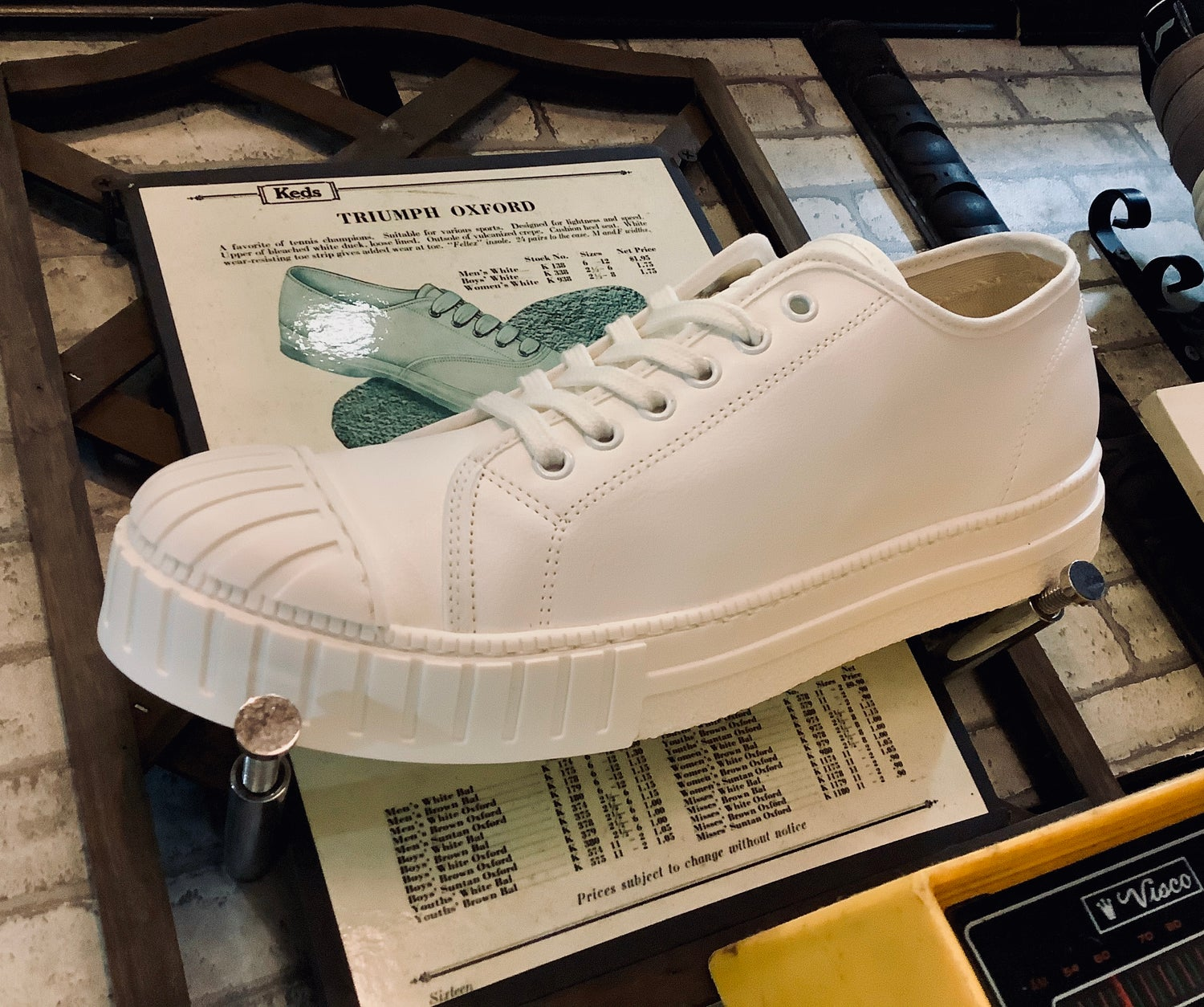 Image of Tortola white leather lo top sneaker shoes made in Spain