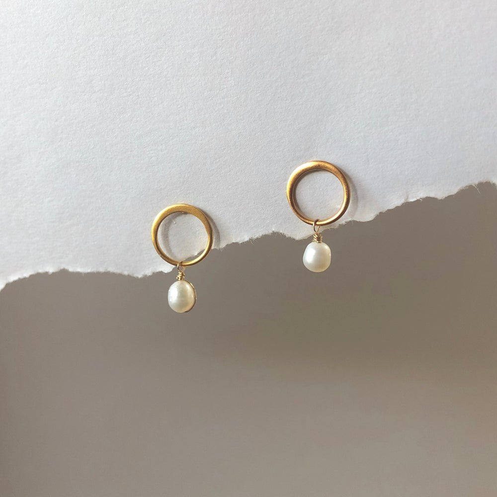 Image of Gold Open Circle Pearl Studs