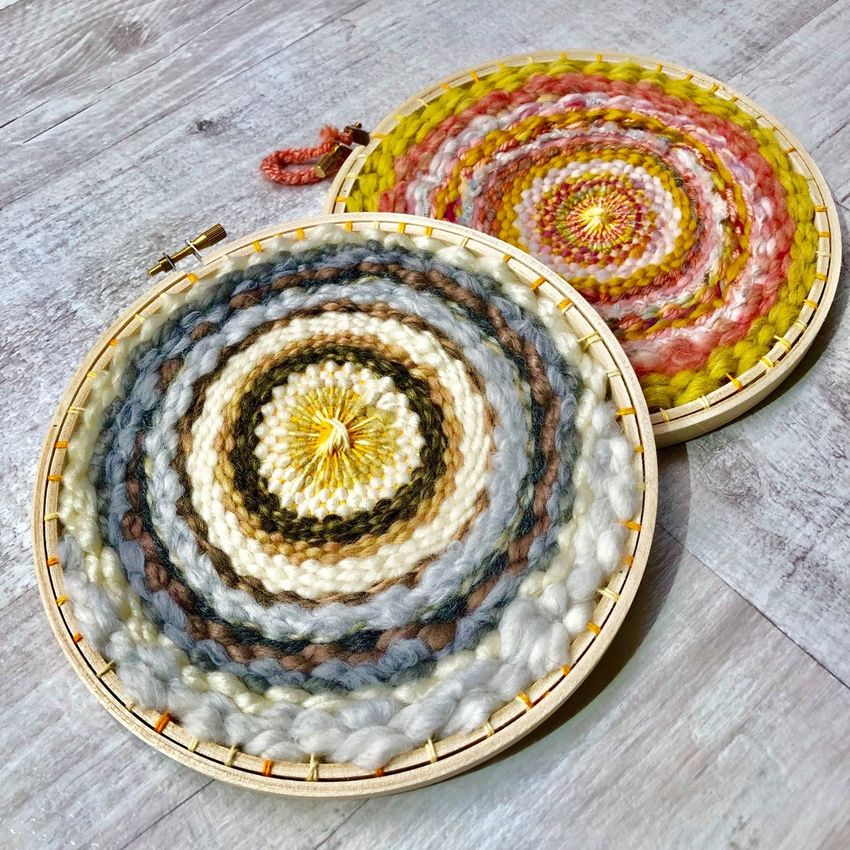 Tabby Weaving Kit with Circular Loom, Fibre Pack, Needle and Instructions 4
