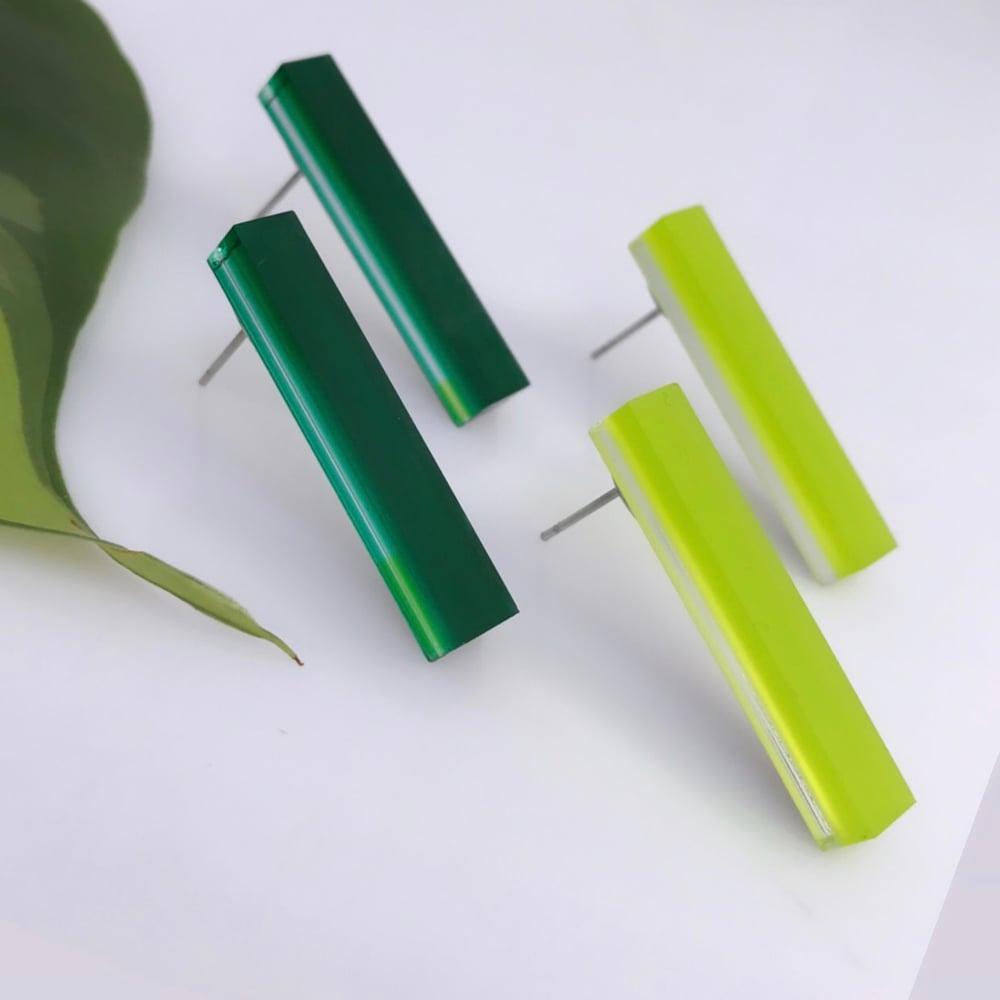 Image of Náušnice Rectangle -limetková zelená / smaragdová zelená