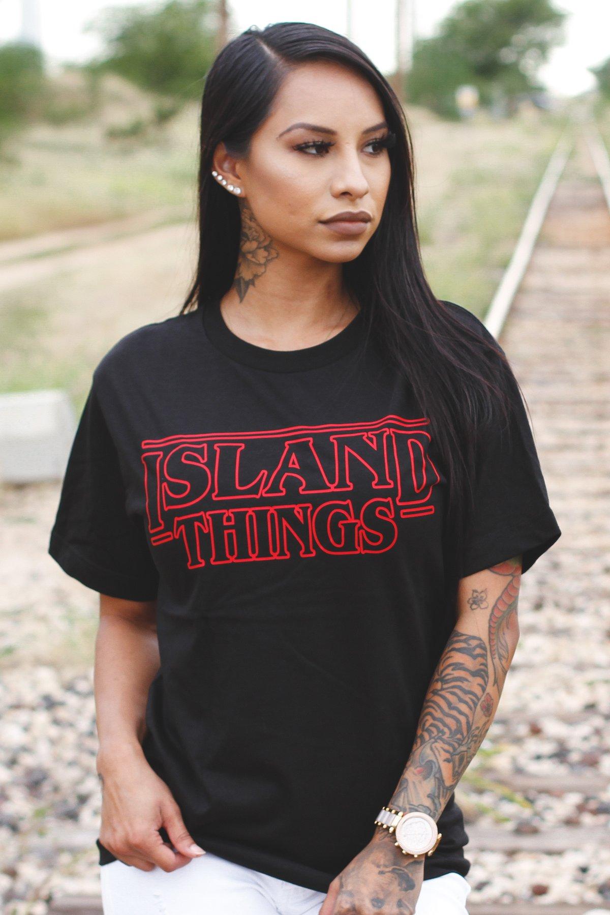 ISLAND THINGS Tee (Black/Red)