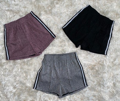 "Image of ""VVS"" Pleated Shorts"