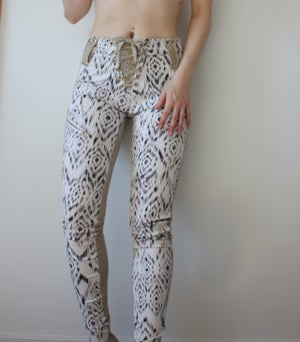 Image of BLACK AND WHITE JACQUARD AZTEC PANTS