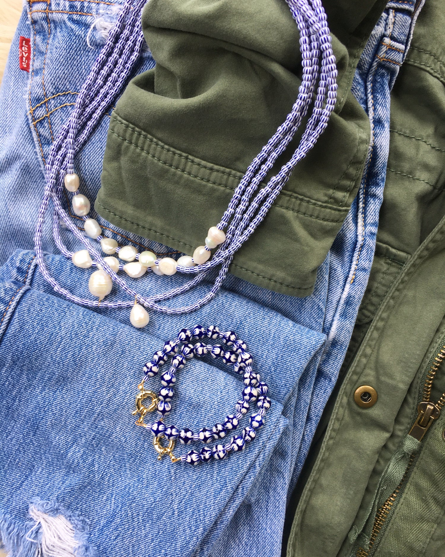 TenThings. BLUE + WHITE. Beaded. Necklace. N-LIDO