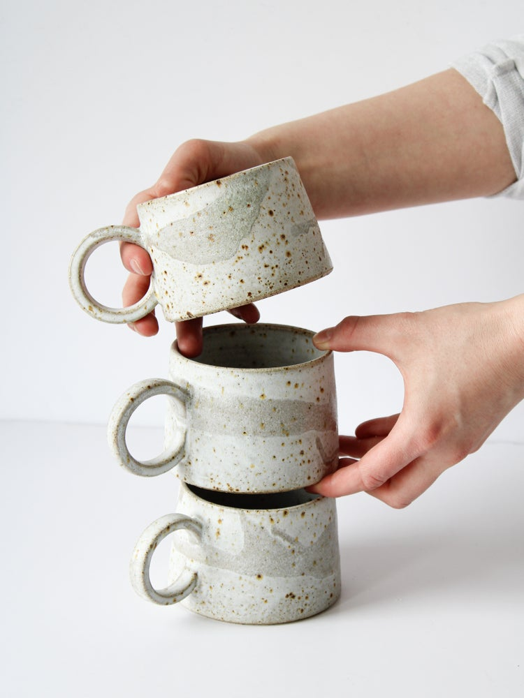 Image of handled mug (white+drips)
