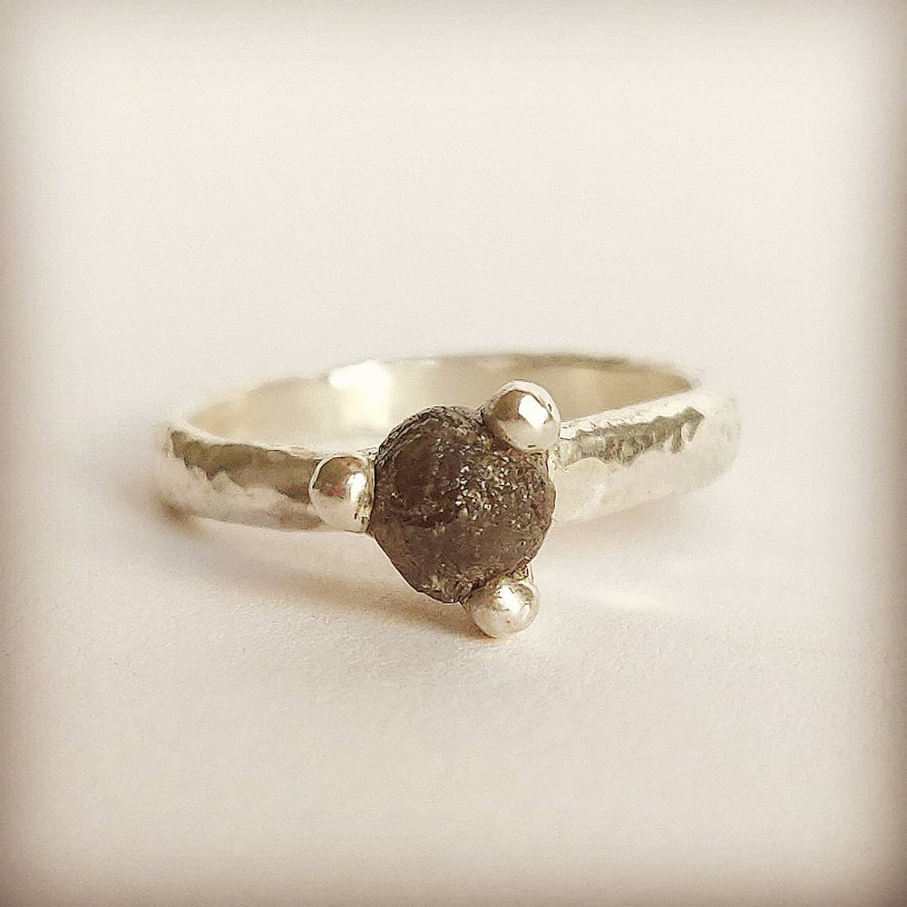 Beeld van Rough diamond in grey