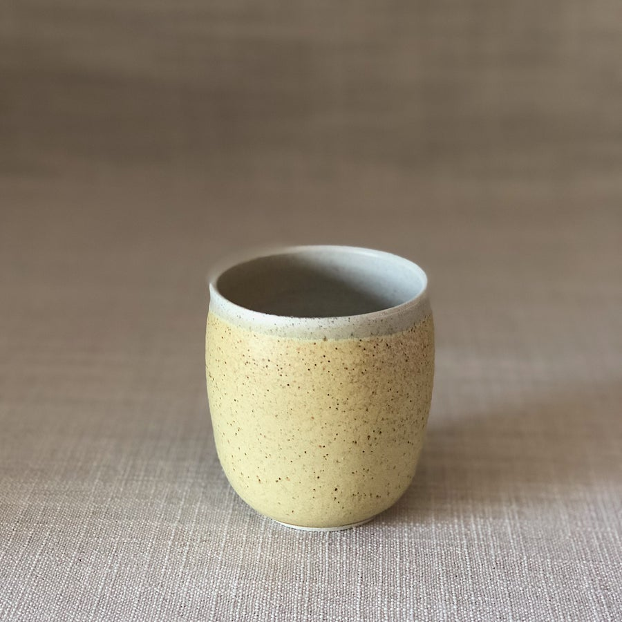Image of EARTHY YELLOW CURVED TUMBLER