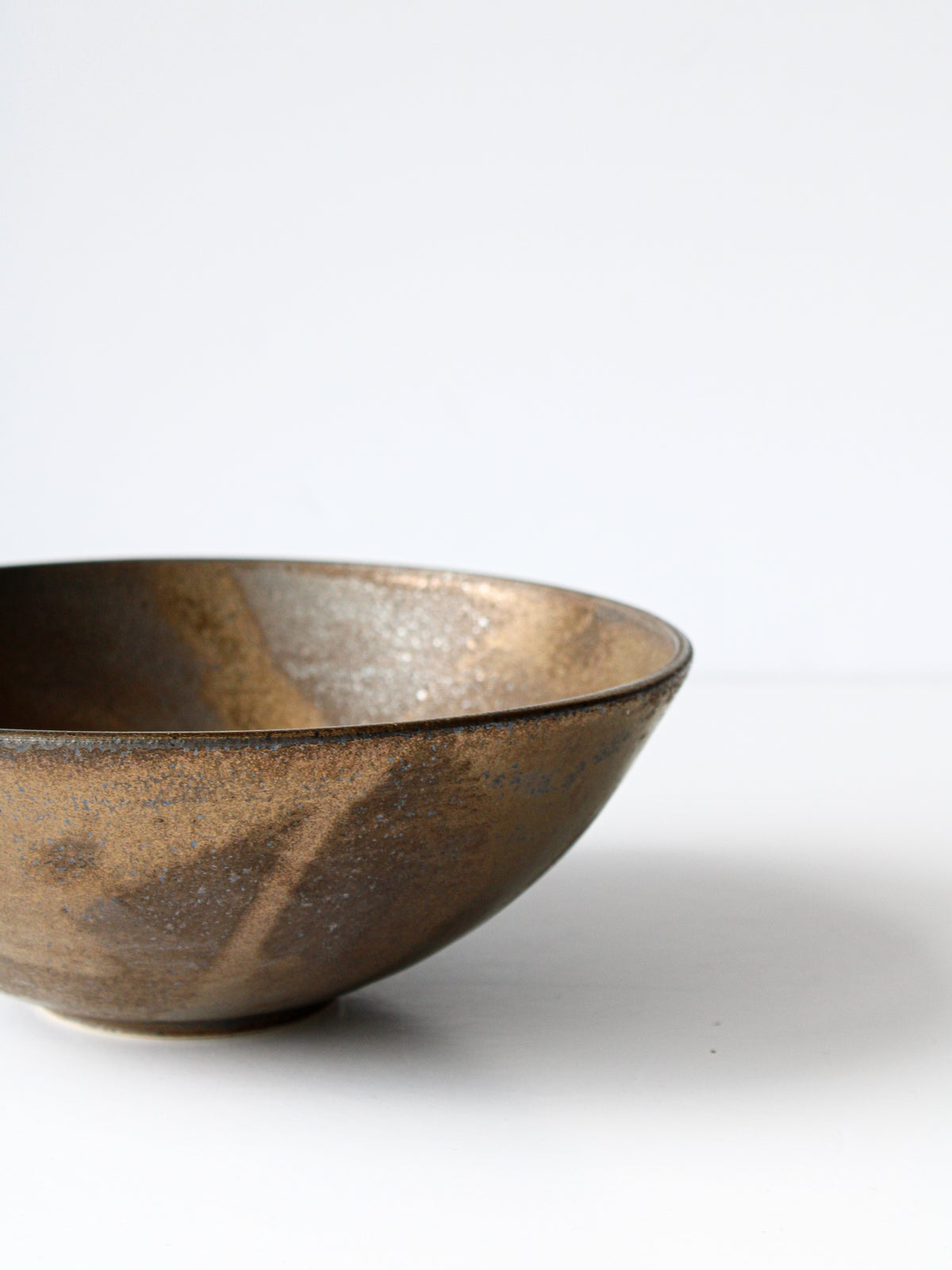 Image of shallow bowl (gold)