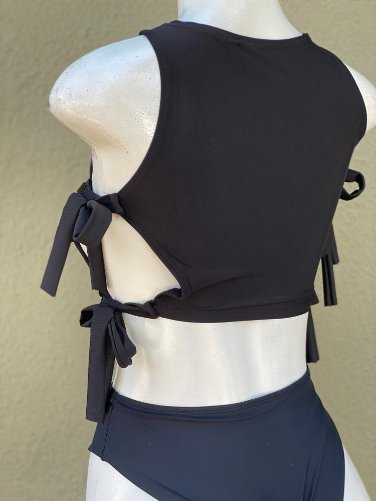 Image of SIDE STRAPS TOP W/HIGH CUT BOTTOMS