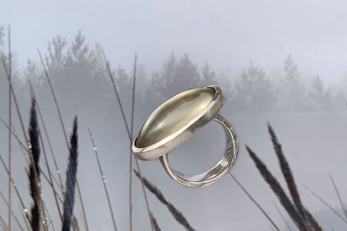Image of silver ring with citrine AB EXTERIORIBUS AD INTERIORA