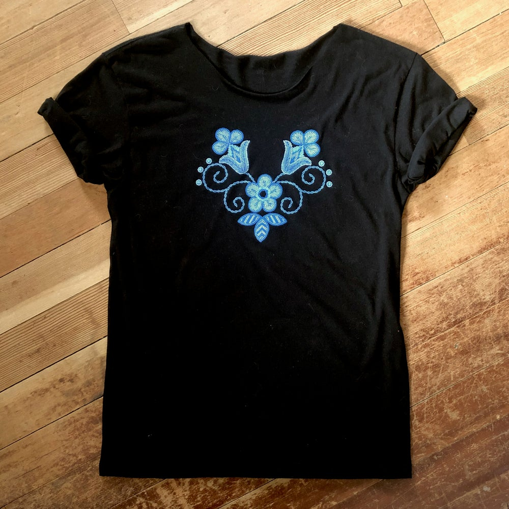 Image of Niio Blue Floral Swoop Tee