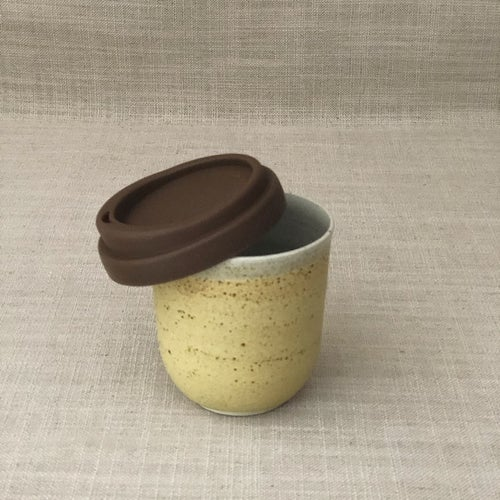 Image of EARTHY YELLOW TRAVEL CUP