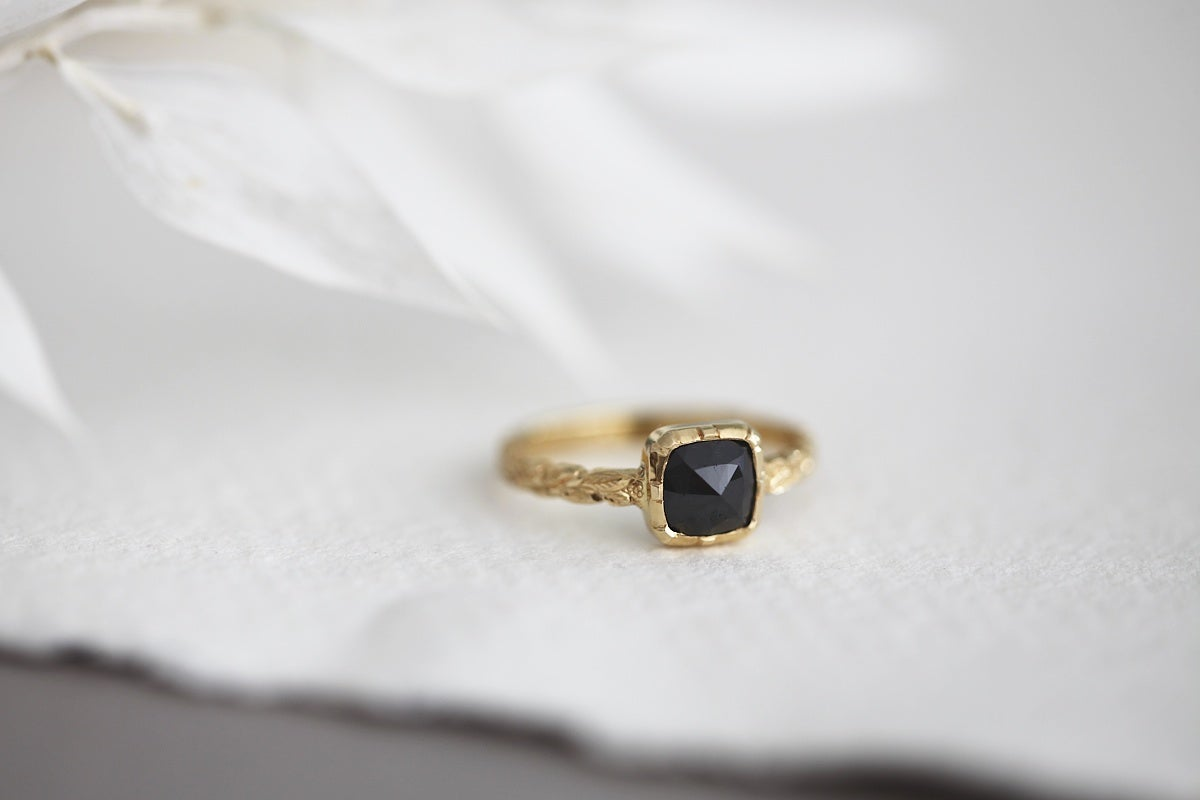 Image of 18ct gold black rose-cut diamond ring