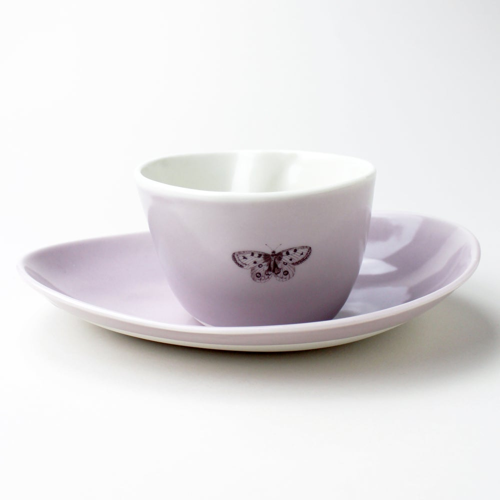 Image of good morning set: organic bowl and beachstone plate, lilac with bumblebee