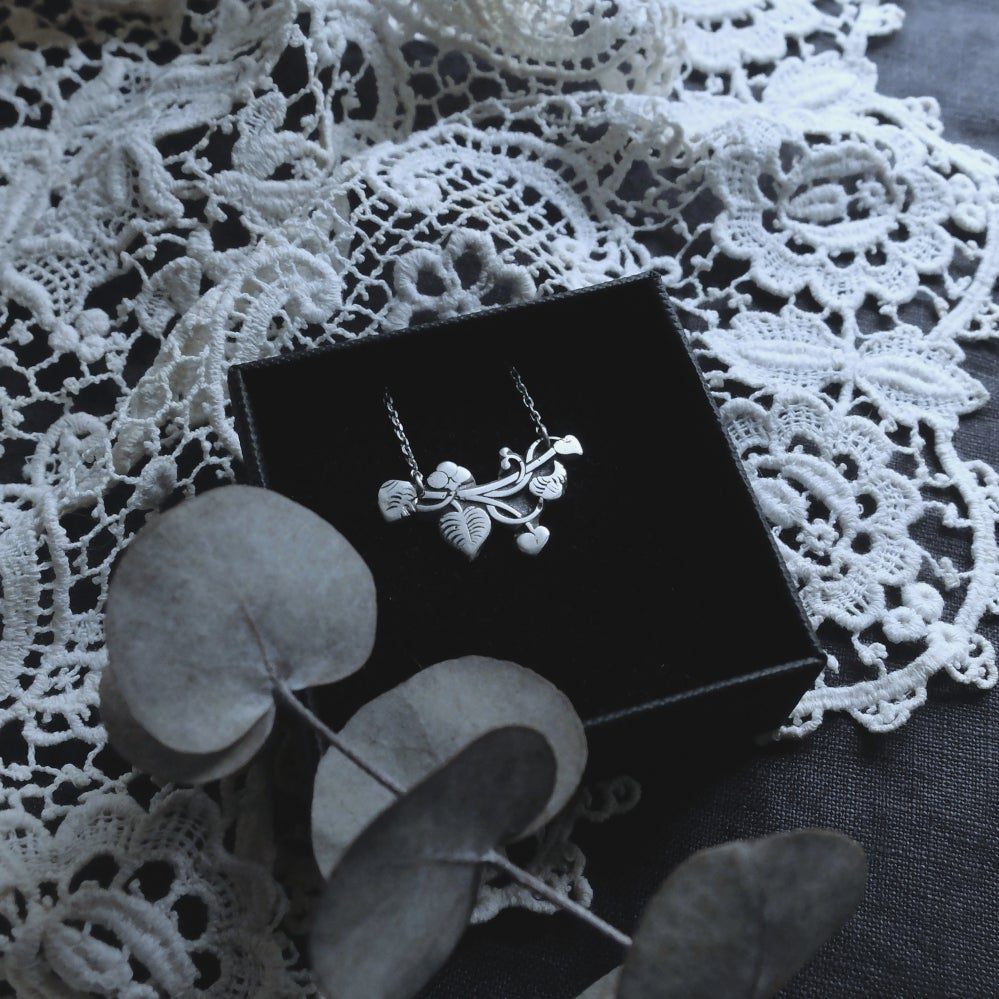 Image of PALÉOBOTANIQUE. SARSAPARILLA AMULET ↟ sterling silver - plant & berries - protection & love