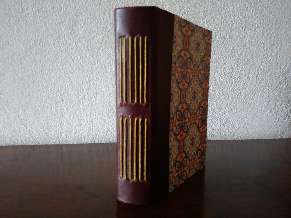 Image of Encuadernación vista II - Long Stitch Bookbinding II