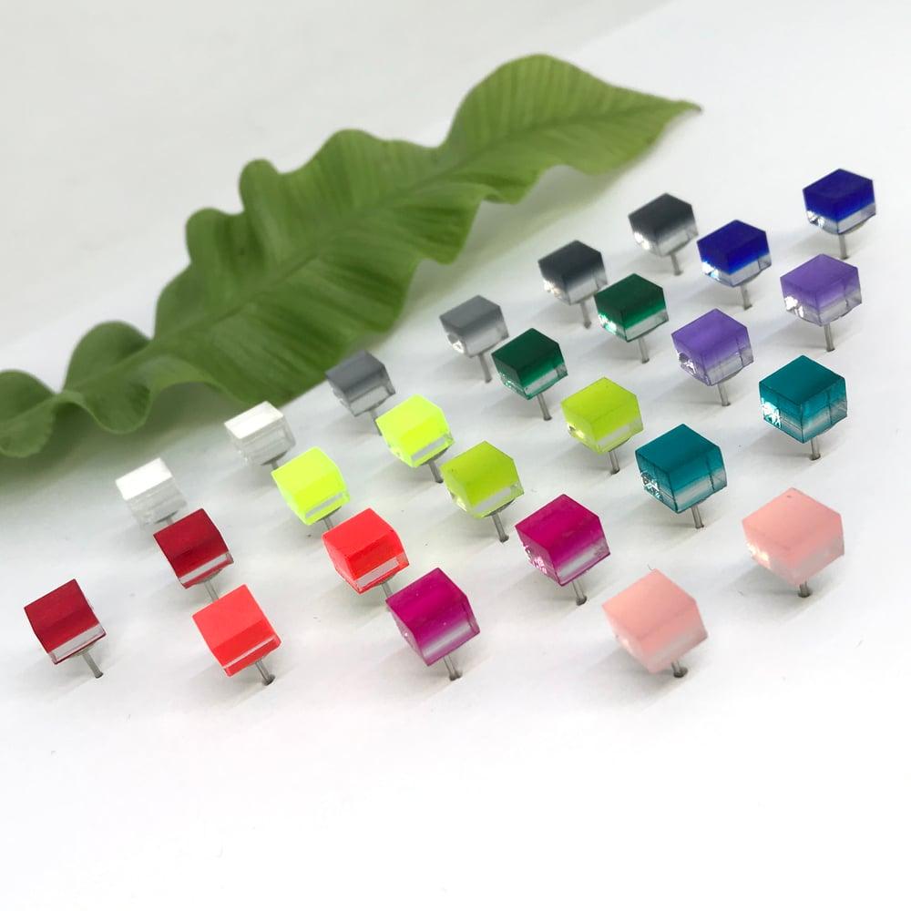 Image of Náušnice Cubes barevné
