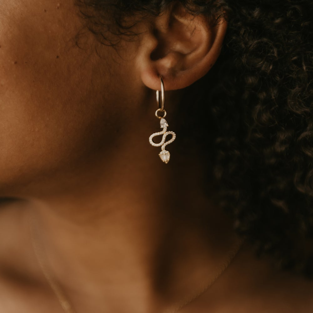 Image of Safira Snake Earrings