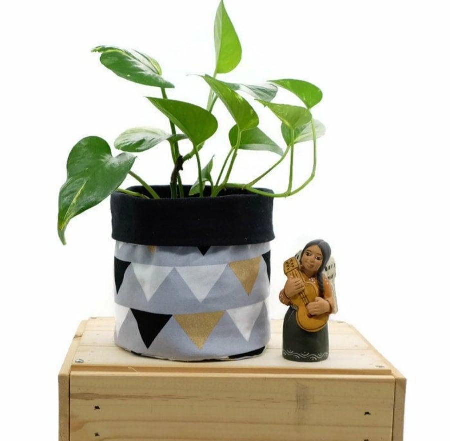 Image of Fabric Planter - Retro Bunting