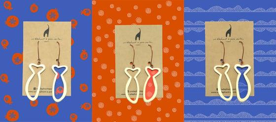 Image of Comme un poisson dans l'eau - Boucles d'oreilles asymétriques en bois