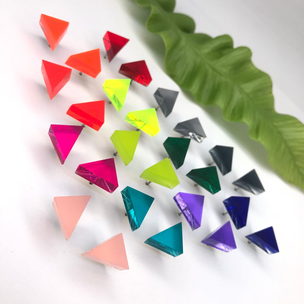 Image of Triangle m v 13ti barvách