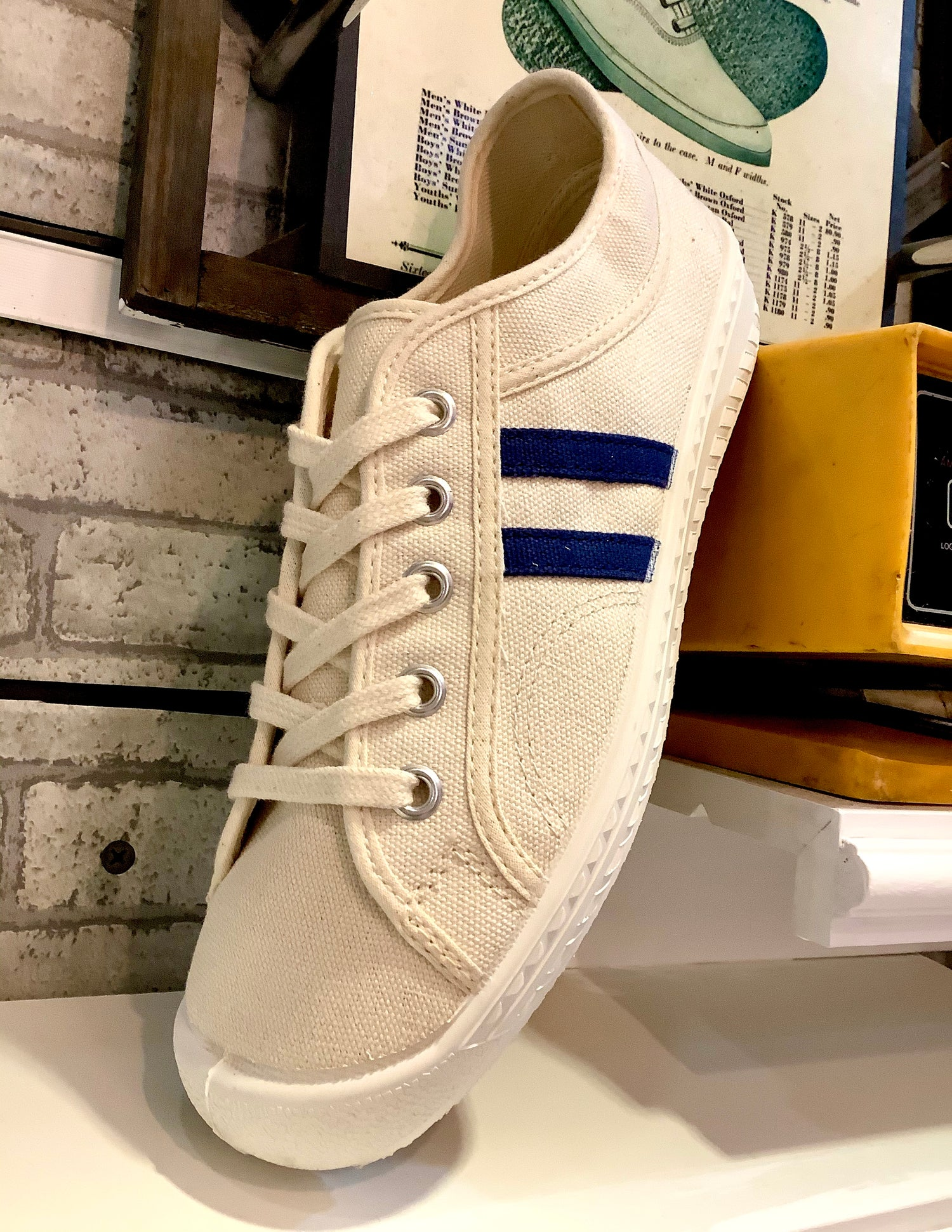 Image of Inn-stant classic lo top natural canvas sneaker shoes made in Slovakia