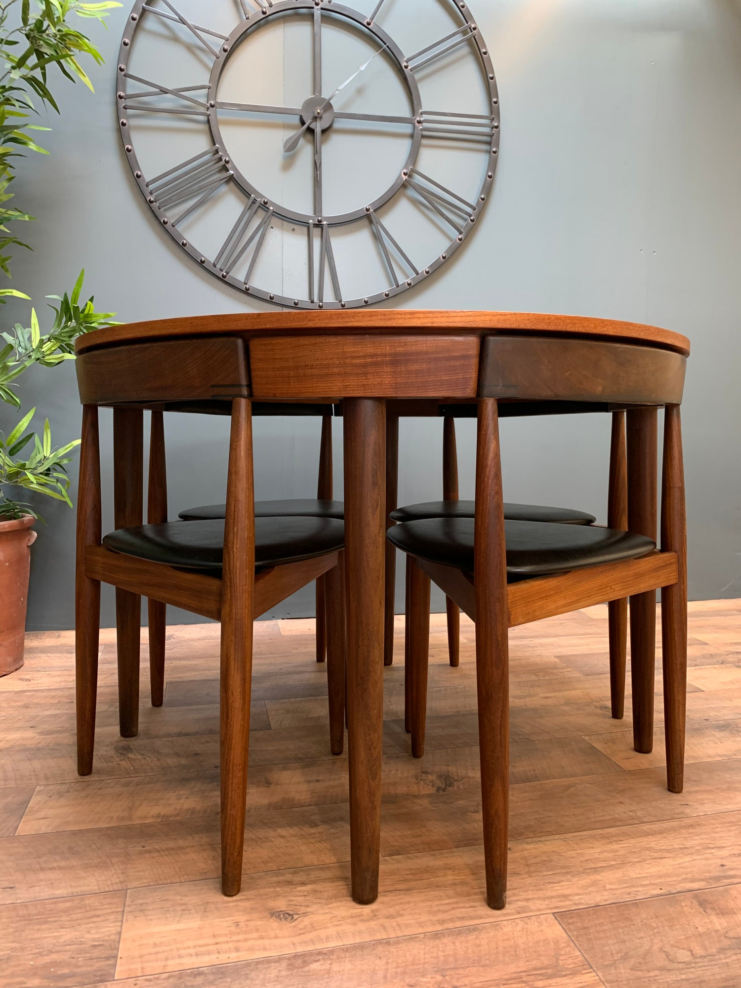 Image of Frem Rójle table and chairs