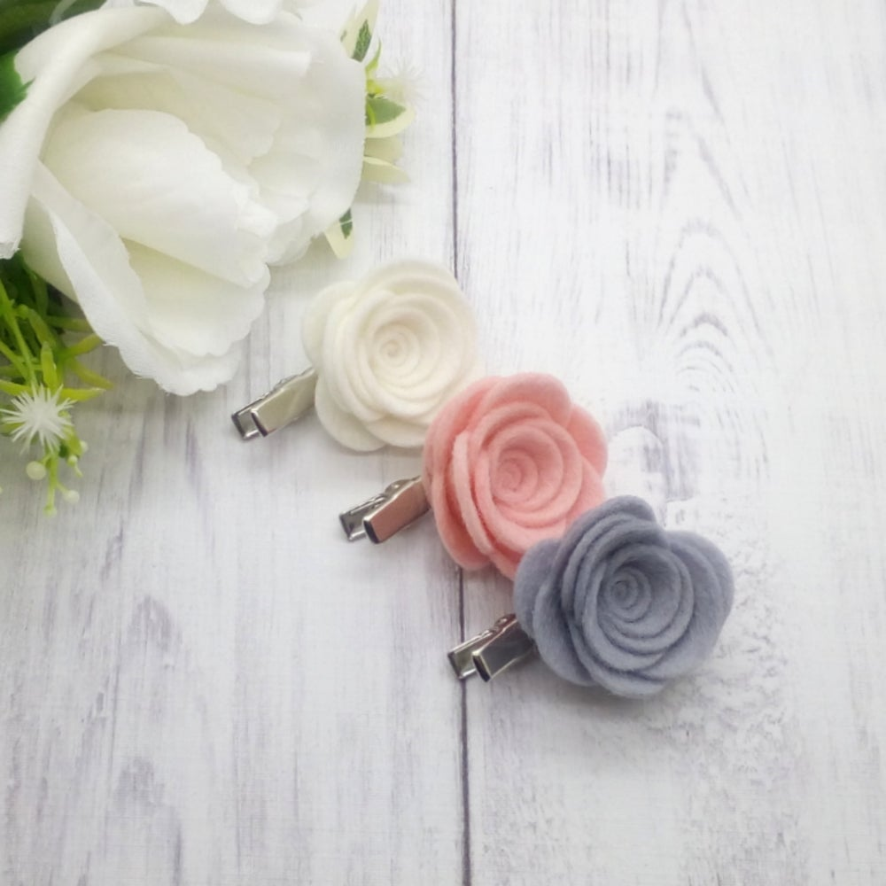 Image of CHOOSE YOUR COLOUR - Medium Felt Rose Clip - Choice of 50 Colours