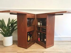 Dyrlund metamorphic drinks bar