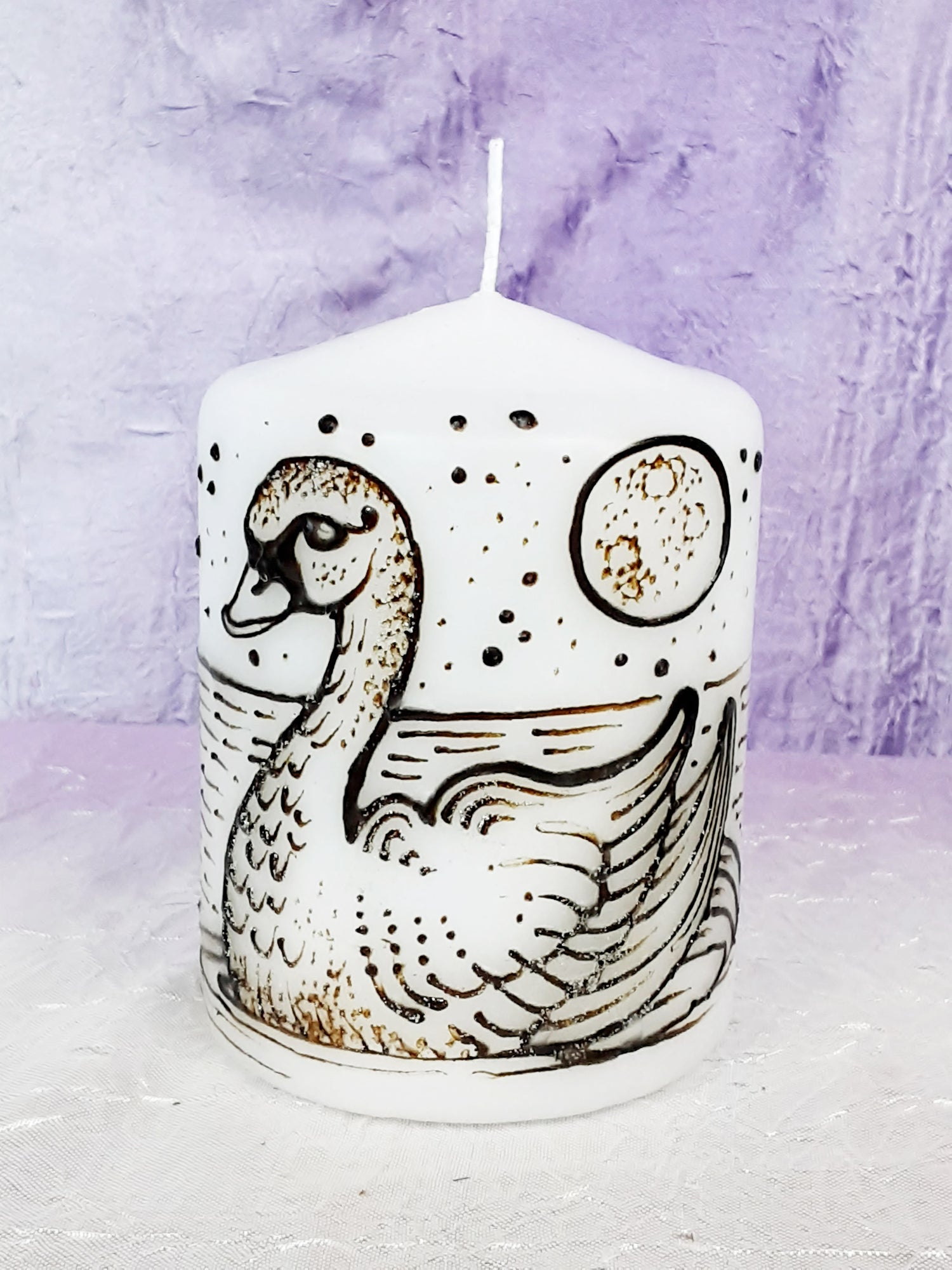 Image of 3 x 4 Swan Henna Candle