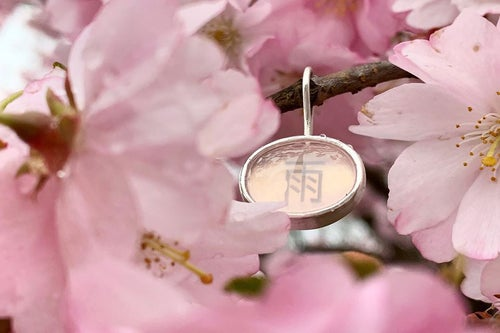 "Image of ""Spring/ Rain"" silver earrings with rose quartz · 春 雨 ·"