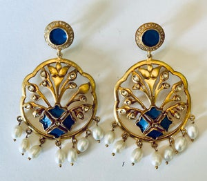 Image of Fancy enamel and pearl drops