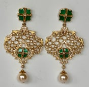 Image of green enamel, Chrystals and pearl drop