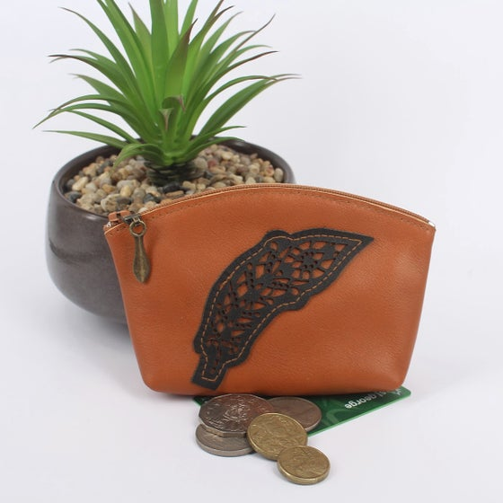 Image of Leather Curved Purse - Feather Tan & Black