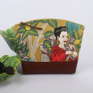 Image of Curved Purse - Frida Mustard