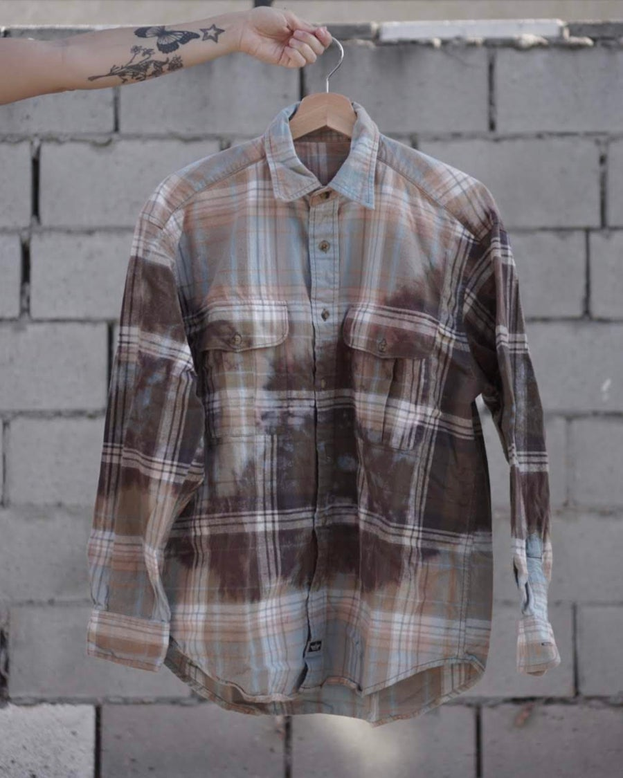 Image of baby blue w/ brown in the middle flannel.