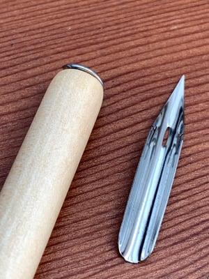 Wooden pen handle & Nikko G nib