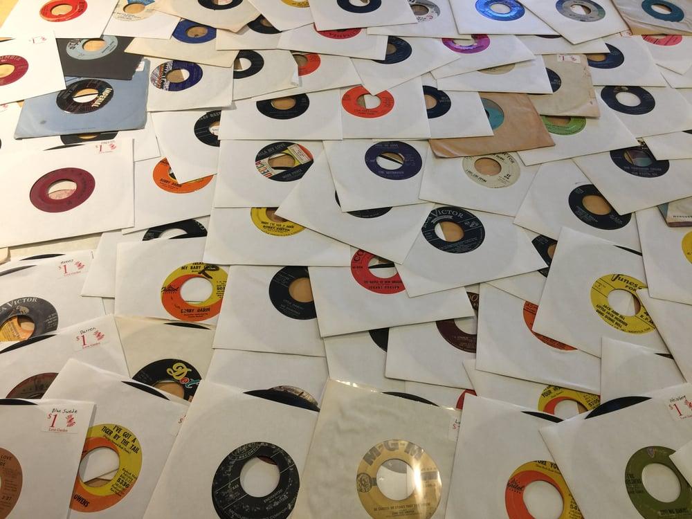 Image of Random lot of 100 45rpm singles