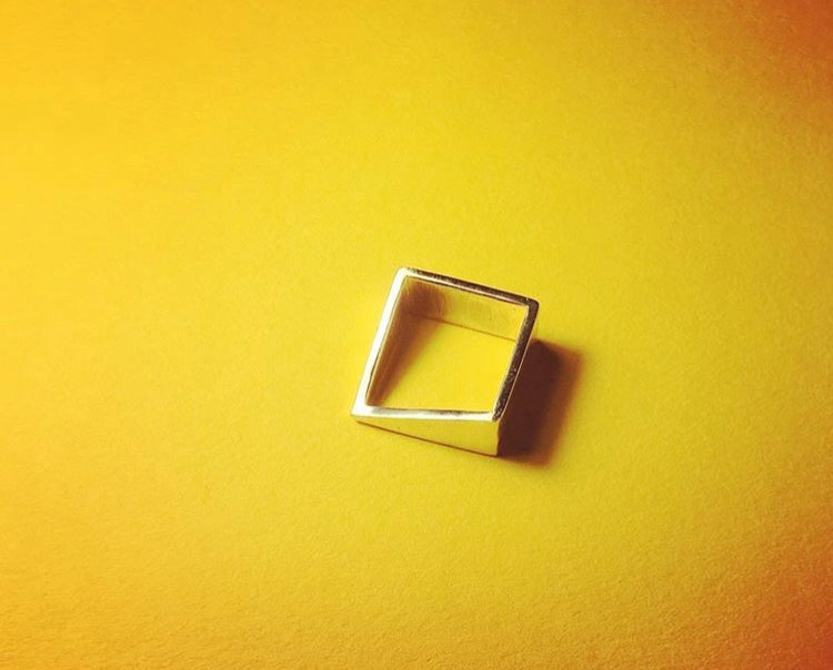 Angled square ring