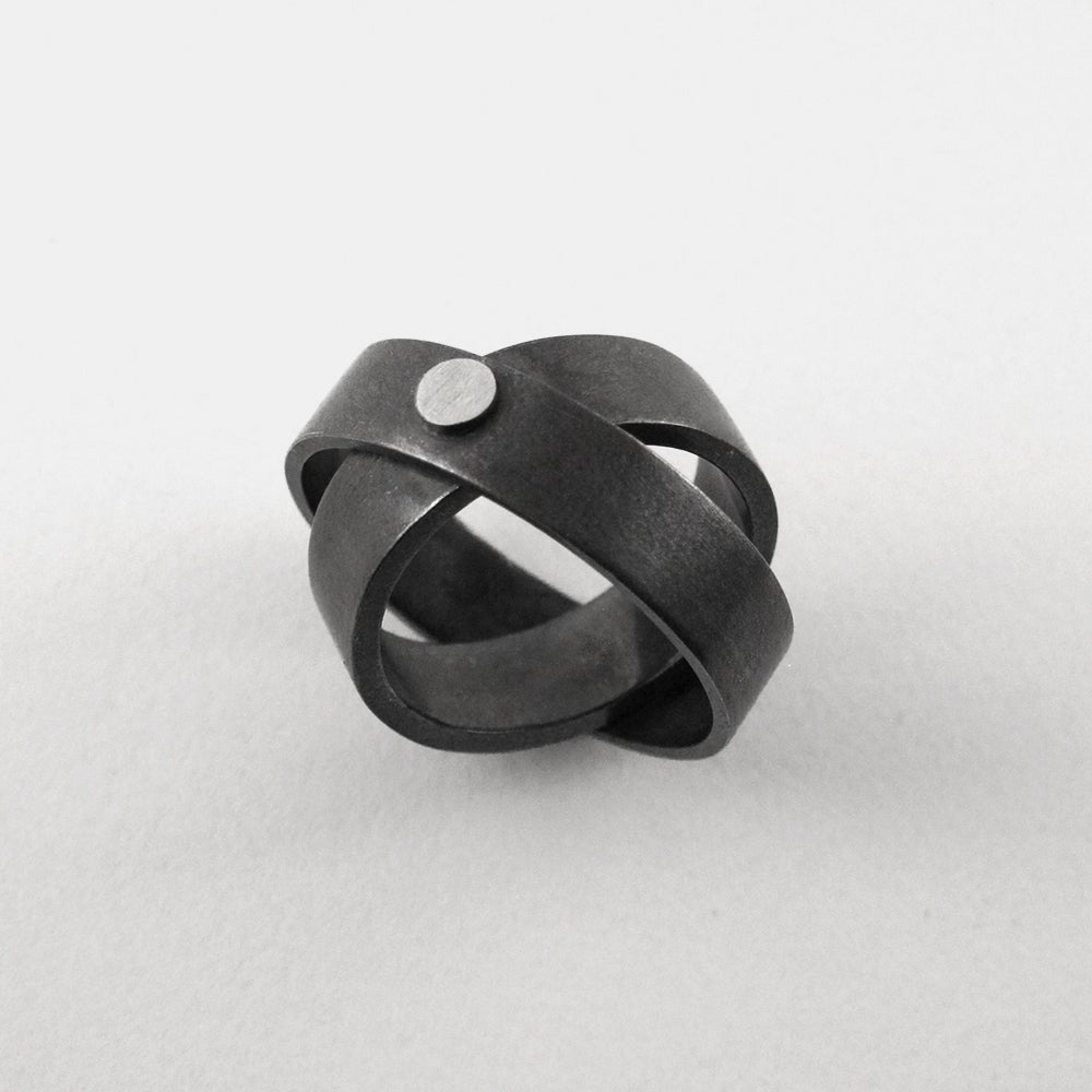 Image of 7MM INFINITY RING — BLACK / SILVER