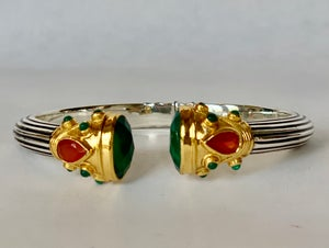 "Image of Green Onyx with carnelian accent 2 1/2"" inner diameter"