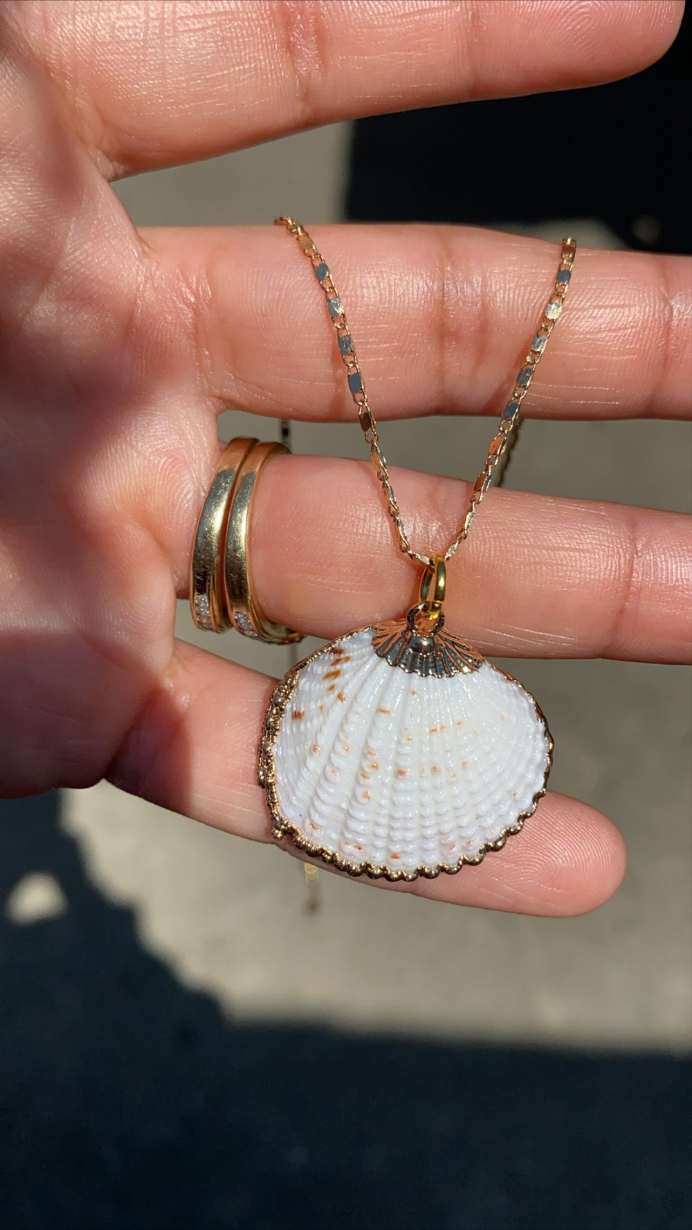 Image of 18K PLATED SHELL MINIMALIST CHAIN NECKLACE