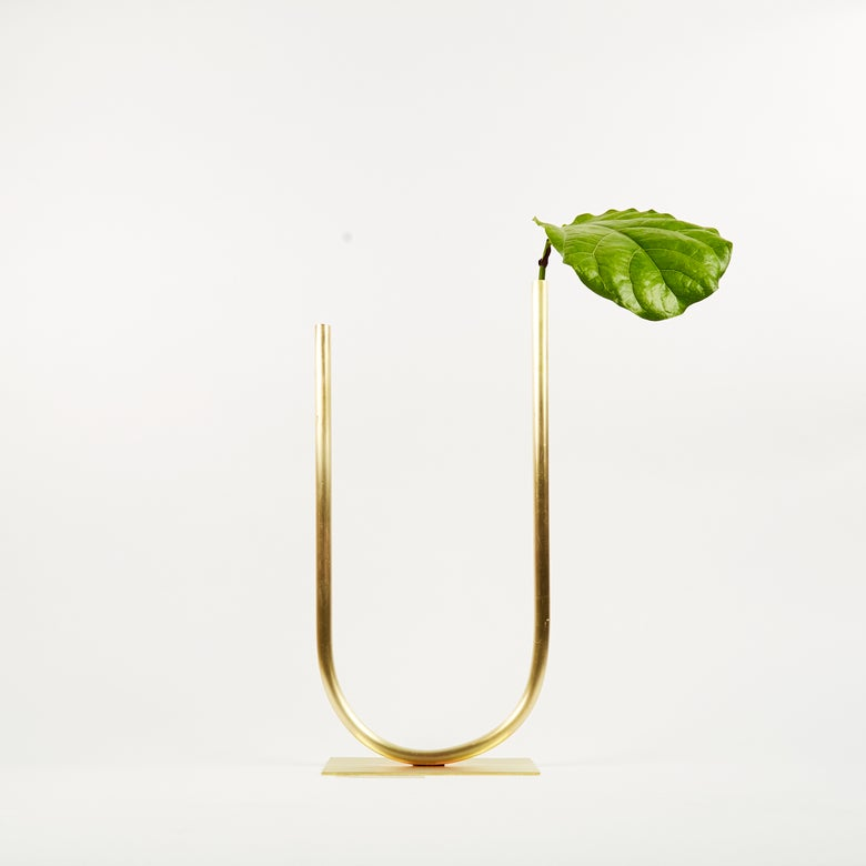 Image of Vase 01225 - Uneven U Vase for Fine/Medium stemmed foliage