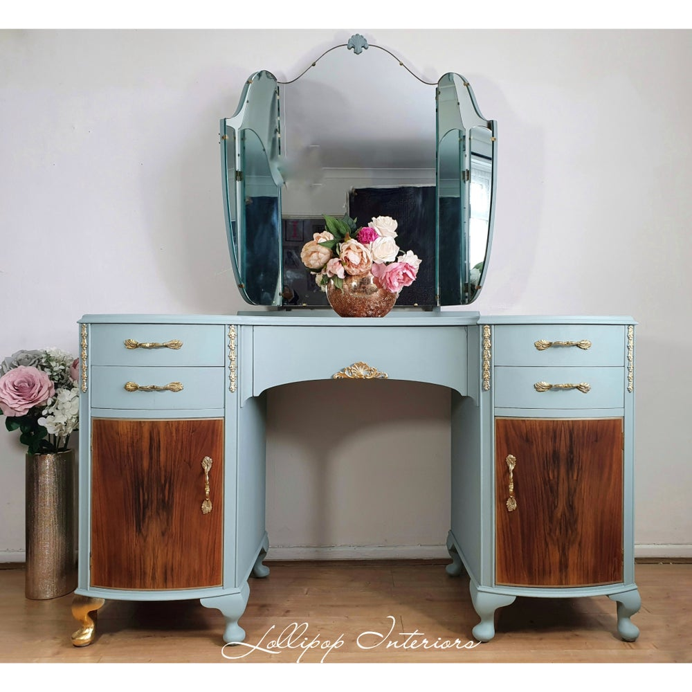 Image of Stunning dressing table with triple mirror