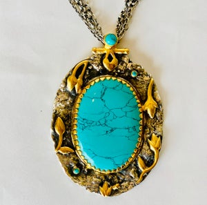 Image of turquoise pendant with chain